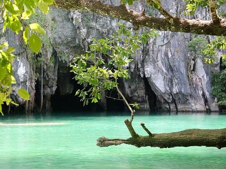 Lối vào của địa danh sông ngầm Puerto Princesa, nơi đây được UNESCO công nhận là một trong 7 kỳ quan thiên nhiên mới.