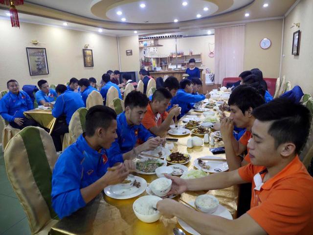 Các tuyển thủ futsal Việt Nam đã được dùng đồ ăn như tại quê hương