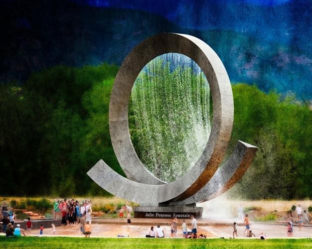 Julie Penrose là một trong những đài phun nước điêu khắc lớn nhất tại Hoa Kỳ, với chiều cao hơn 4 tầng và nặng hơn 24 tấn.