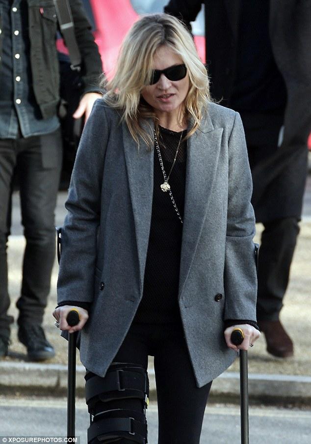 Kate bị chấn thương ở đầu gối phải sau cú ngã