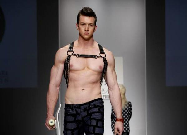 Jeremy Rohmer từng là một trong những thí sinh khiến khán giả nữ điêu đứng ở Americas Next Top Model mùa thứ 20. Anh chàng này không chỉ sở hữu vẻ ngoài nam tính, đầy thu hút mà còn có phong cách mạnh mẽ.