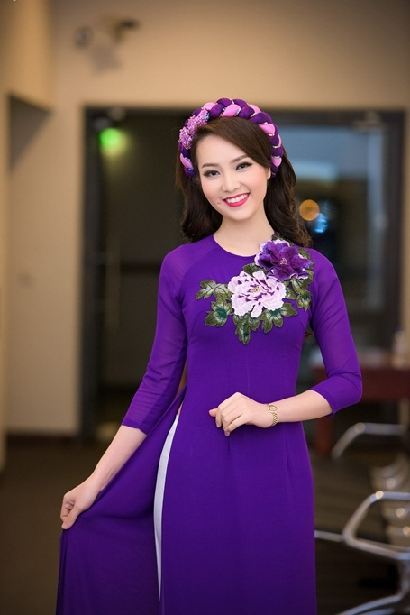 Người đẹp sở hữu gương mặt Á Đông dịu dàng (Ảnh: Lê Chí Linh).