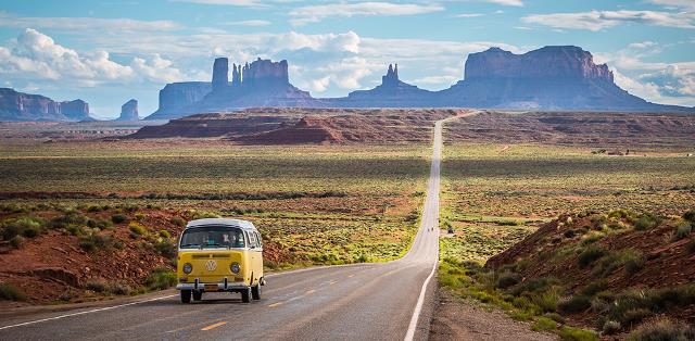 Chuẩn bị hành lí, vứt lên xe và bắt đầu chuyến đi khám phá các cung đường của đất nước. Bạn có thể nghỉ lại bất kì nơi nào bạn thích, không cần lên trước địa danh cần đến. Chỉ cần một sự hứng khởi thúc giục bạn lên đường.
