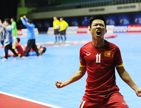 Văn Vũ xếp bút nghiên để trở thành cầu thủ futsal hay nhất nước (ảnh: Quang Thắng)