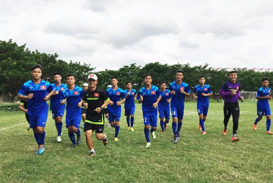 ĐT U16 Việt Nam tập luyện chuẩn bị cho trận đấu với Australia