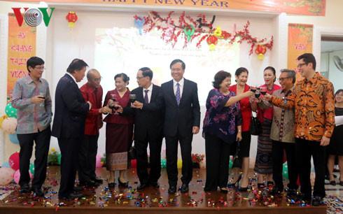 Đại sứ Hoàng Anh Tuấn chúc cộng đồng người Việt Nam tại Indonesia tiếp tục đoàn kết và hỗ trợ lẫn nhau, gìn giữ văn hóa...
