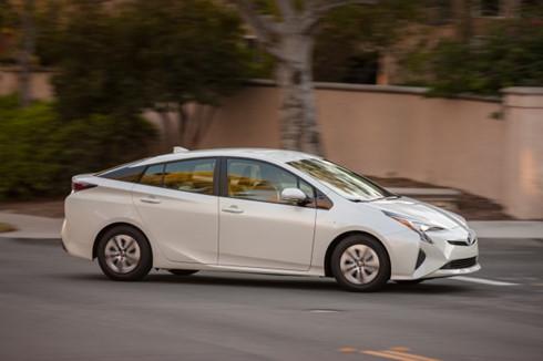 2016 Toyota Prius Eco cũng nằm trong danh sách xe tiết kiệm điện năng