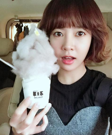 Nữ diễn viên chính của phim Choi Yun Young - dù đã 30 tuổi nhưng vẫn rất trẻ trung.