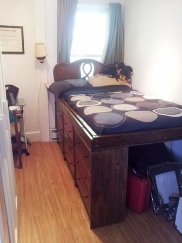 Không gian lưu trữ dưới gầm giường.