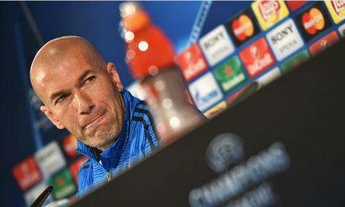 Zidane đang gánh trên lưng những áp lực khổng lồ (Ảnh: AFP)