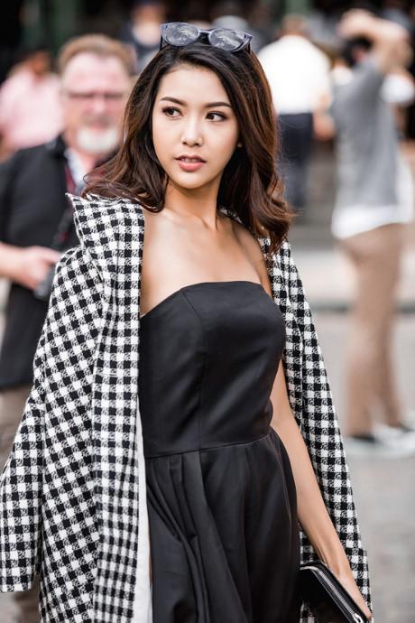 Bộ ảnh mới của Thúy Vân giới thiệu phong cách hiện đại, màu trắng đen là xu hướng mà người đẹp này yêu thích trong thời gian qua.