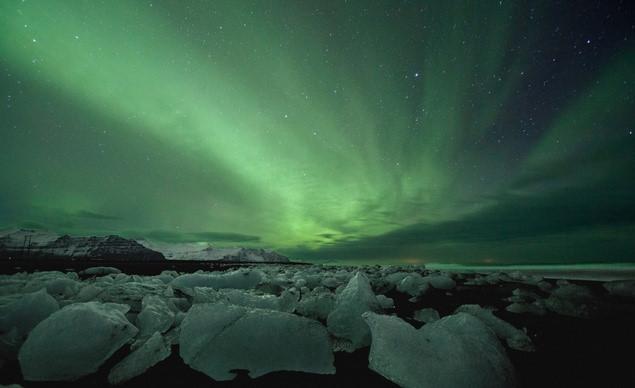 Nằm gần Bắc cực nên du khách có thể chiêm ngưỡng hiện tượng cực quang tuyệt đẹp