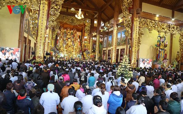 Lễ hội ở Việt Nam thời công nghệ đã trở thành một sinh hoạt cộng đồng ngày càng thu hút sự quan tâm của mọi người.