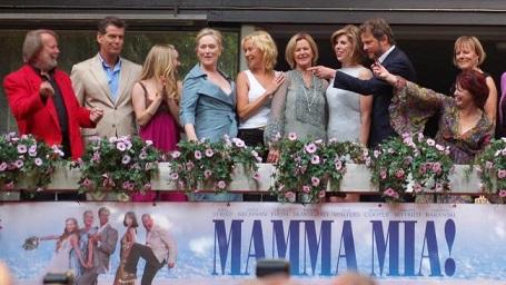 Các thành viên ABBA đứng tách nhau trong buổi ra mắt phim Mamma Mia! Tại Stockholm năm 2008