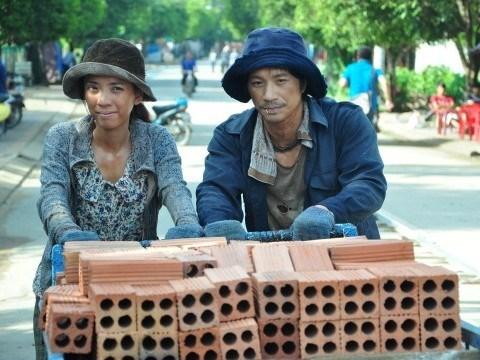 Sau khi đại diện Việt Nam tham gia vòng sơ tuyển Oscar 2015, Trúng số lại quay về tranh giải Cánh Diều Vàng lần này.