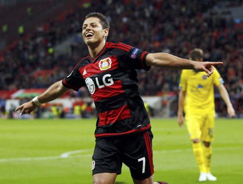 Rời MU, Chicharito thăng hoa trong màu áo Leverkusen.