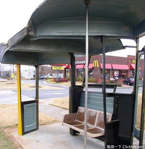 Người dân ngồi chờ xe bus sẽ có cảm giác như đang ngồi trong xe