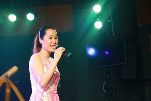 Nhạc sĩ Giáng Son biểu diễn trong đêm nhạc Xẩm xuân 16.