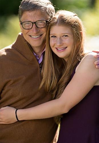 Jennifer trong môt bức ảnh tình cảm chụp cùng bố