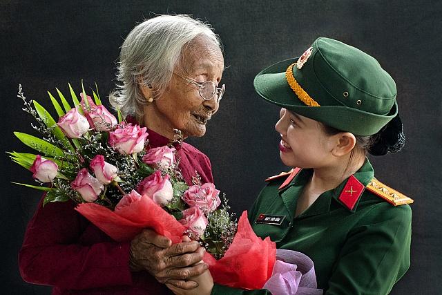 """Hình ảnh người phụ nữ tập trung nhất, cảm động nhất những gì đã đọng lại trong bài hát """"Mẹ Việt Nam anh hùng"""" của nhạc sĩ An Thuyên. (Ảnh minh họa)"""