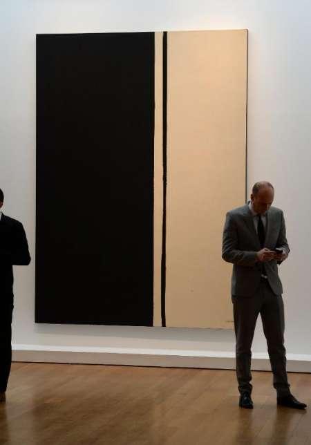 Họa sĩ Barnett Newman cũng có bức tranh khác với giá khủng 84,2 triệu USD.
