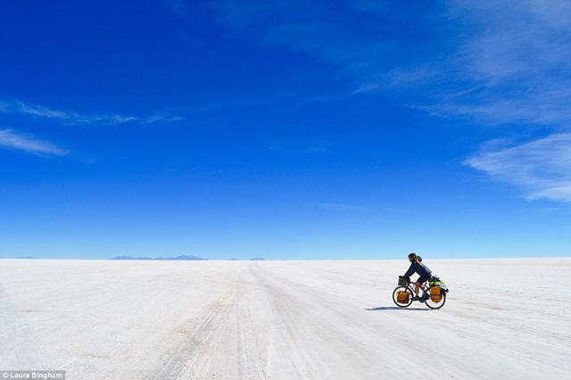Cô đã đạp xe khoảng 7.000 km trong suốt 5 tháng 11 ngày. Bắt đầu ở thành phố Manta -Ecuador, sau đó đi qua Peru, Bolivia, Paraguay, Argentina, chinh phục độ cao 1500m thuộc dãy núi Andes ba lần và đi xuyên qua rừng rậm Amazon.