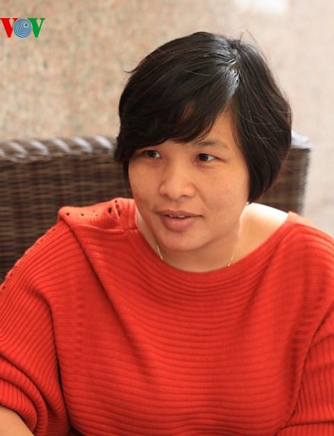 Nhà sưu tập Nguyễn Thị Thu Hòa - Chủ nhân Bảo tàng tư nhân gốm sứ Hà Nội. Ảnh: Lê Bích