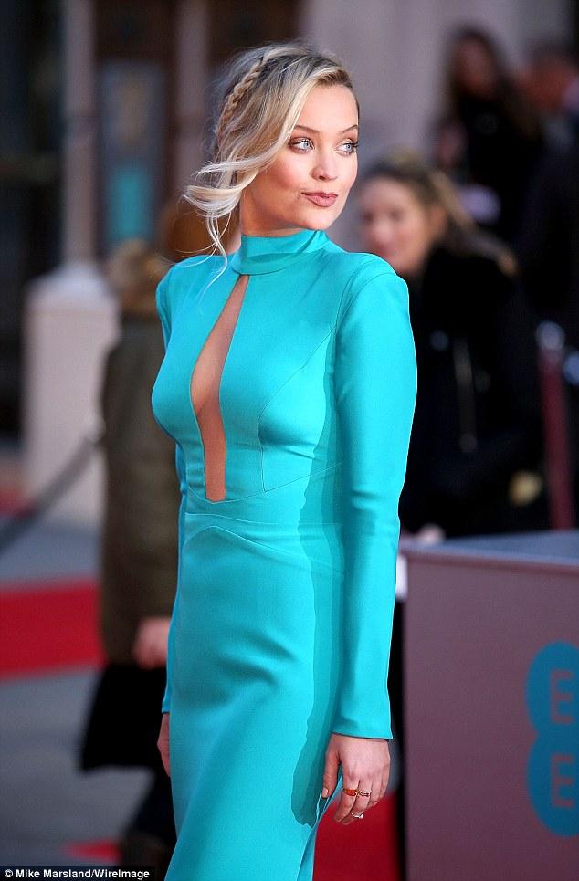 Laura Whitmore xuất hiện xinh đẹp trên thảm đỏ giải BAFTA