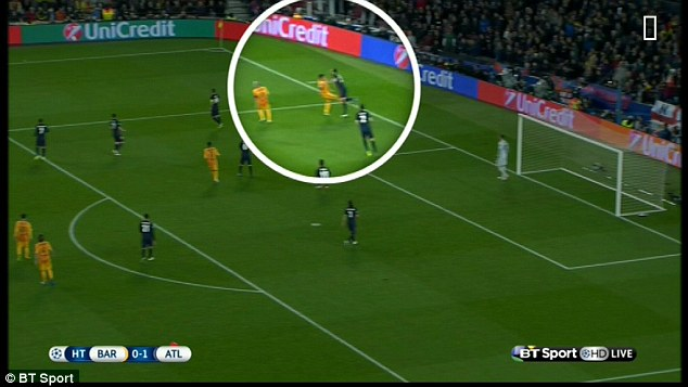 Suarez đã đá thẳng vào chân Juanfran