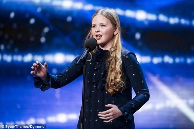 Beau Dermott hát nhạc kịch ở vòng loại Britains Got Talent 2016.