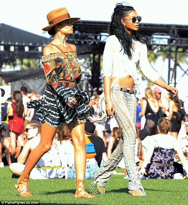Hai siêu mẫu của Victorias Scecret cũng có mặt tại bữa tiệc âm nhạc