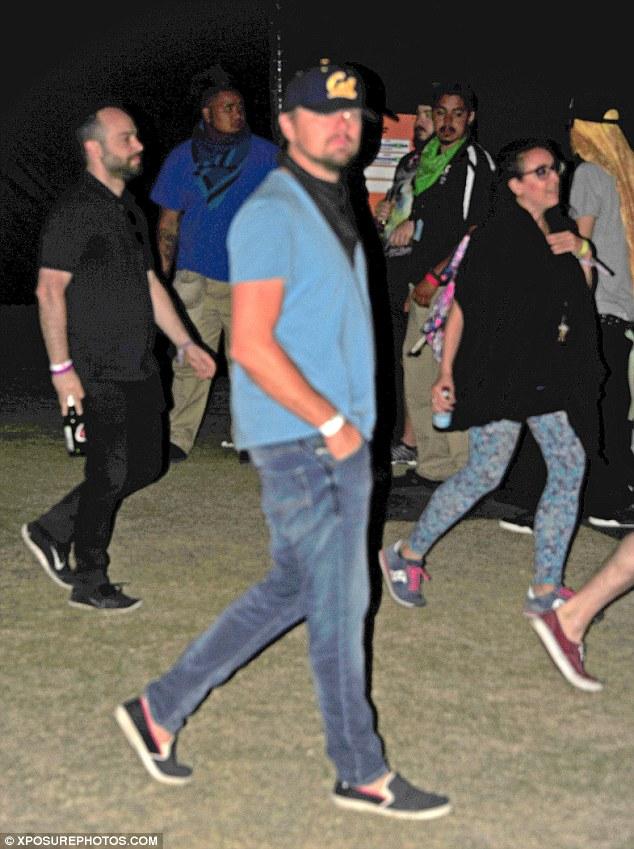 Leonardo DiCaprio là một fan của lễ hội âm nhạc này. Năm nào nam tài tử cũng xuất hiện tại đây để thưởng thức âm nhạc. Thay vì đi với một bóng hồng nào đó, Leo xuất hiện tại lễ hội năm nay cùng bạn bè