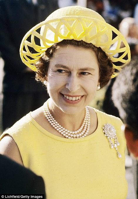 Dễ dàng nhận thấy, bà luôn trung thành với phong cách thời trang đầy màu sắc...