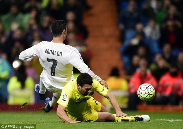 Chấn thương của Ronaldo khiến nhiều CĐV Real Madrid lo lắng (Ảnh: AFP)