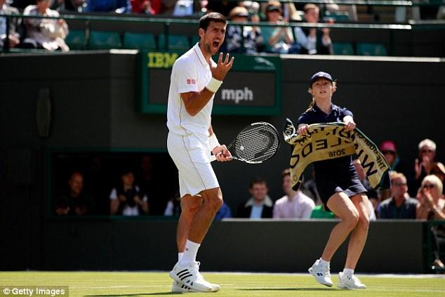 Djokovic bực tức với phong độ của chính mình trong trận đấu này