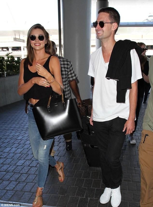 Cặp đôi tại sân bay vào cuối năm 2015