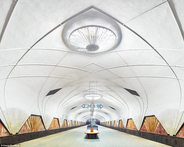 Trạm Aeroport như không gian của bảo tàng nghệ thuật hiện đại.