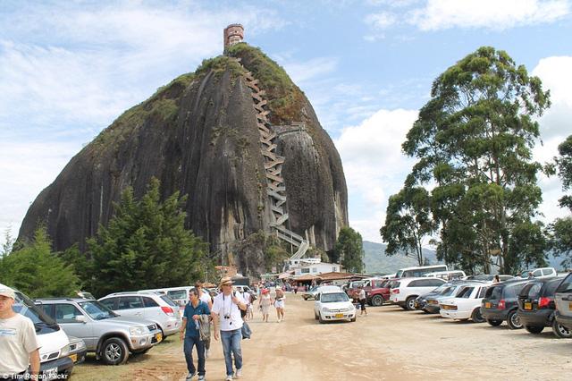 Để khám phá cầu thang, du khách cần trả một khoản phí nhỏ