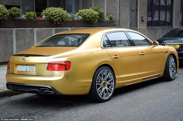 Chiếc Bentley màu vàng của đại gia Ả rập