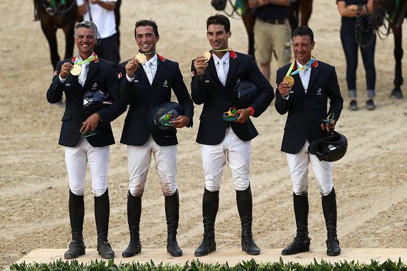 4/ Đội đua ngựa biểu diễn Pháp