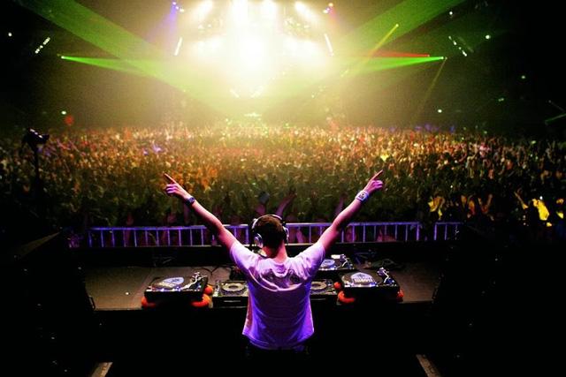 Là đất nước sản sinh ra những DJ hàng đầu thế giới, bạn sẽ không biết thế nào là party cho đến khi bạn dự một buổi party ở Hà Lan