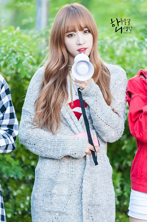 Hani (EXID) là thế hệ sao nữ tuổi Thân tài năng mới của Kpop. Nữ ca sĩ 24 tuổi không chỉ xinh đẹp, mà còn có trình độ học vấn cao. Vì thế, khi lộ chuyện hẹn hò với Junsu (JYJ), Hani nhận được sự ủng hộ của khán giả. Ảnh: Nate.