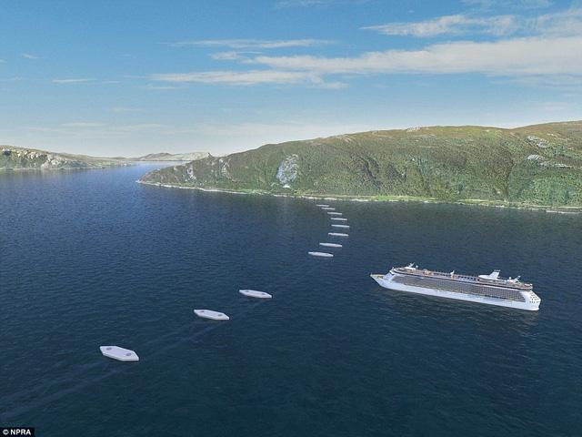 Dọc theo vị trí đường ống là các phà nổi với khoảng cách nhất định, đặt xa nhau, đủ chỗ cho tàu bè qua lại.