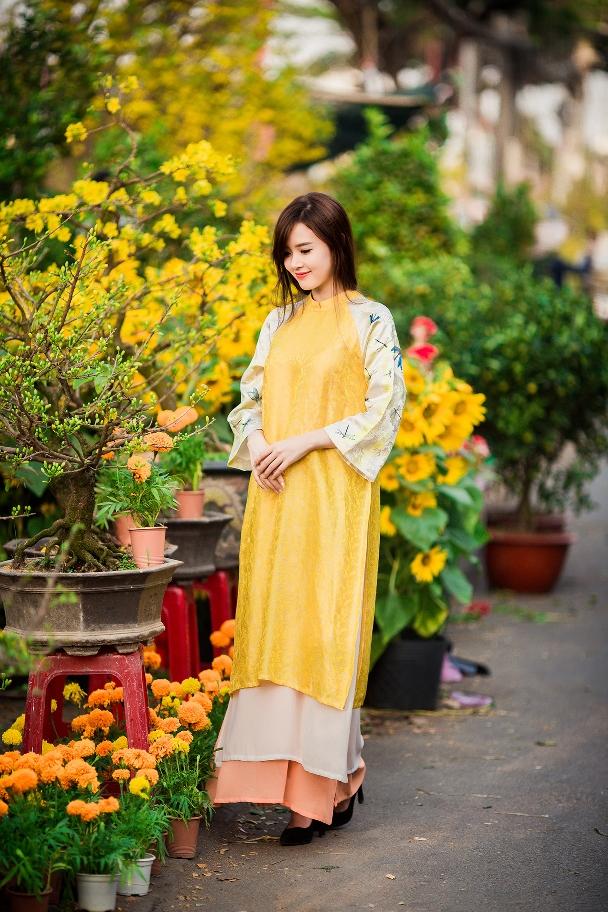 Nữ diễn viên trẻ thật dịu dàng, nữ tính trong tà áo dài kiểu dáng xưa, ấn tượng đặc biệt của người con gái Việt