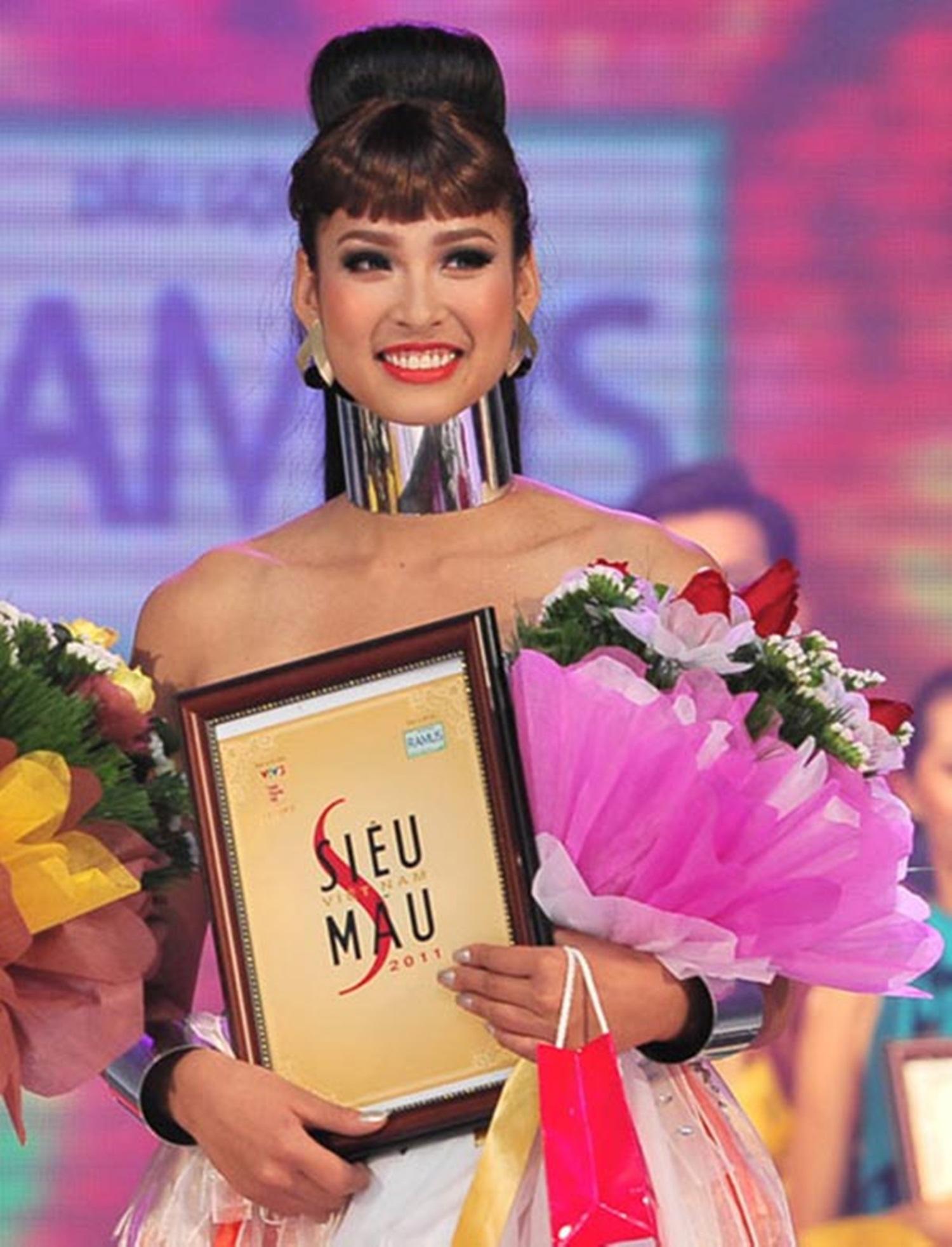 """Vương Thu Phương từng đăng quang """"Siêu mẫu Việt Nam 2011"""". Thu Phương được đánh giá cao bởi vóc dáng đẹp, nhan sắc hài hoà, thanh tú, số đo 3 vòng: 87-64-97."""