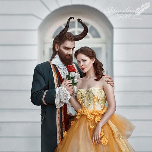 Người đẹp và quái vật phiên bản đời thực được đầu tư kỹ lưỡng về trang phục, trang điểm.