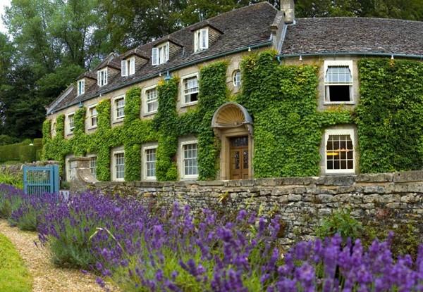 Danh sách những ngôi làng đẹp nhất thế giới không bao giờ thiếu tên Bibury. Chính vì vậy, ngôi làng này là một trong những địa điểm thu hút nhiều khách du lịch nhất nước Anh.