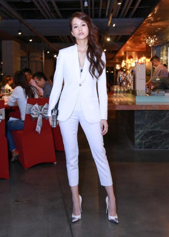 Tại buổi gặp gỡ, An Nguy xuất hiện đầy tự tin với đôi giày cao gót, khác với sự rụt rè mà khán giả thấy ở tập 2 The Face.