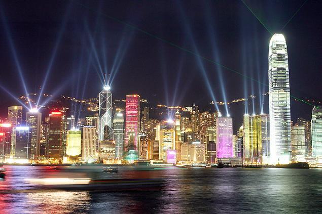 Đặc khu hành chính Hong Kong xếp vị trí thứ 5 trong top 10. Đây là một trong những trung tâm kinh tế, mua sắm sầm uất bậc nhất châu Á.