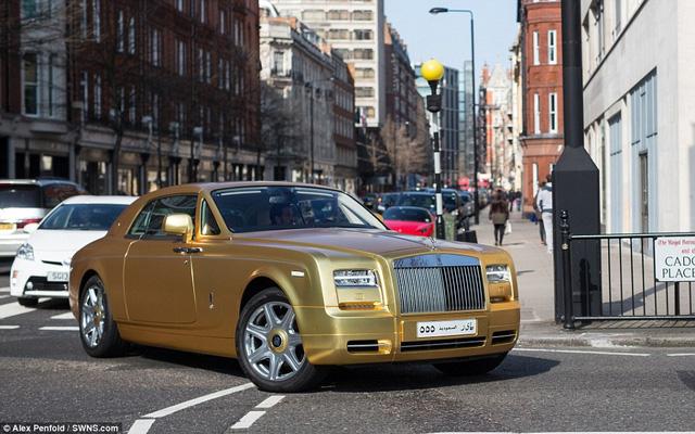 Chiếc Rolls-Royce chở đại gia Ả rập tới khu nhà giàu ở London Cadogan Place vào cuối tuần trước. Nơi này có giá trung bình nhà lên tới 5.2 triệu bảng Anh.